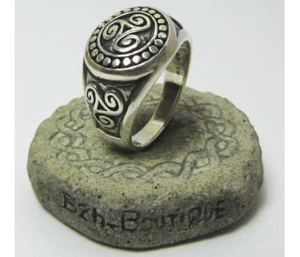 Traditional Triskel signet ring