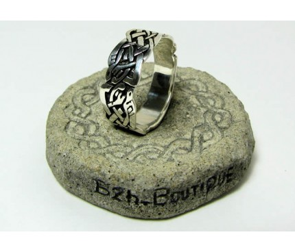 Celtic knotwork band in silver